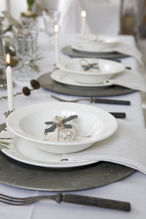 beautiful-christmas-wedding-table-setting-ideas-19