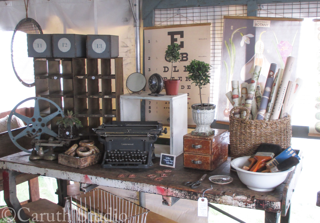 Vintage-wares-at-Brimfield