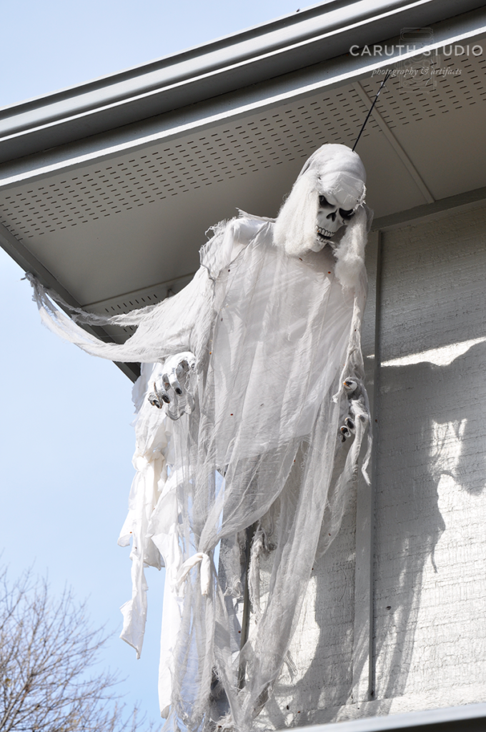 Ghoul flying around the corner of the house