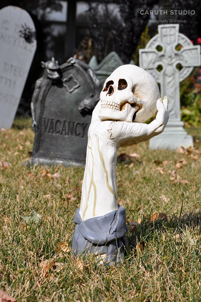 Yorick - hand coming from the ground holding a skull head
