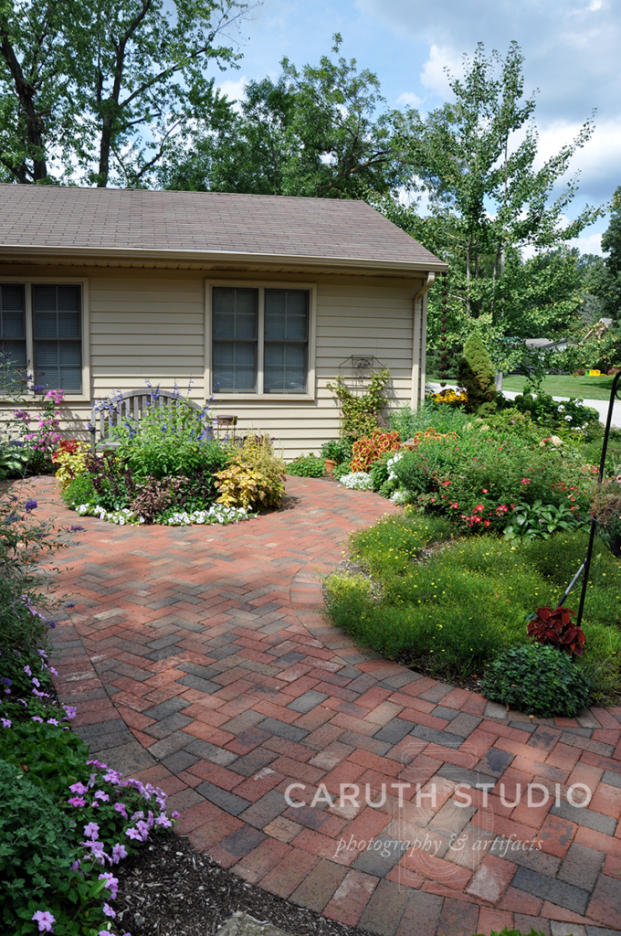 Curved plant beds