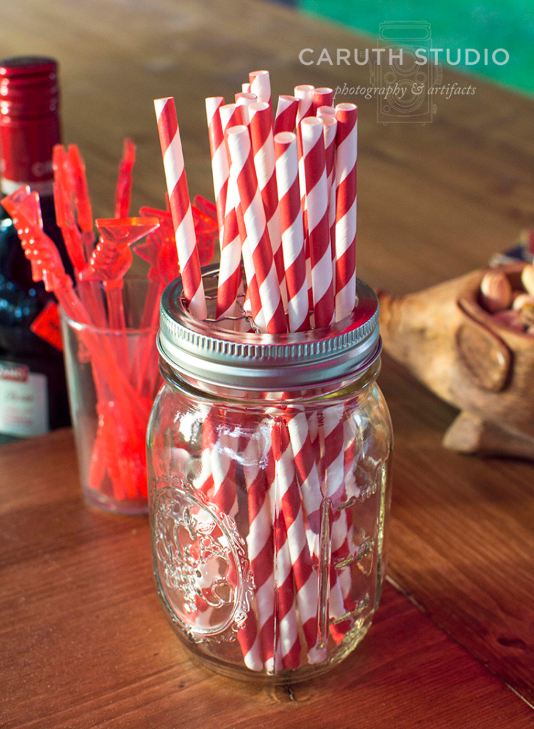 straws and mixing sticks on the pallet bar